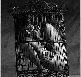 woman_in_cage