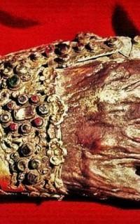 Красная Рука, Многочисленная Голова, Второе Сердце